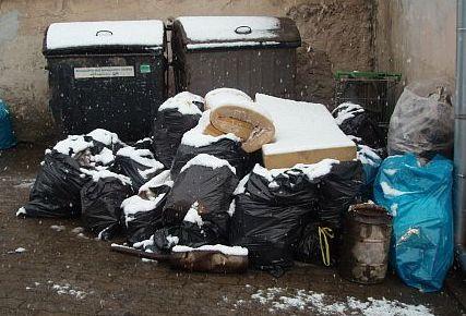 odpady-u-popelnic1.jpg